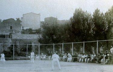 A Sant Feliu fa més de cent anys que juguem a tenis?