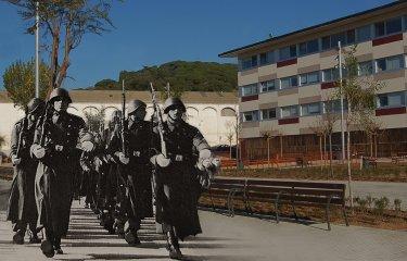 El lloc on hi ha la plaça Murlà va servir de camp d'instrucció per a l'exèrcit l'any 1946?